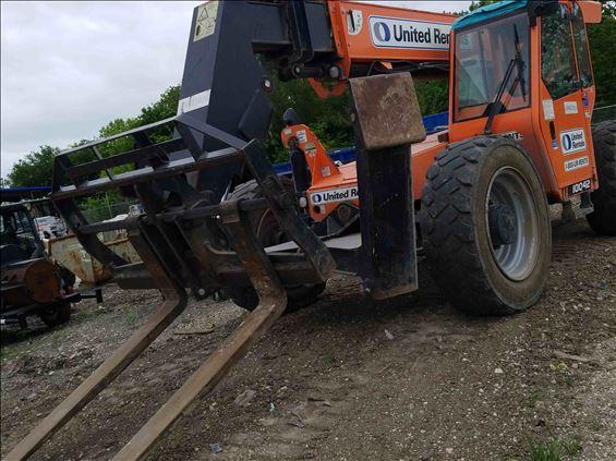 2017 SKYTRAK 10042 Rough Terrain Forklift