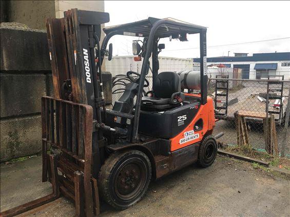 2017 Doosan G25P-5 Warehouse Forklift