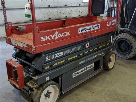 2013 Skyjack SJIII3220 Scissor Lift