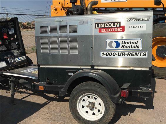 2017 Lincoln Electric VANTAGE 520 Welder