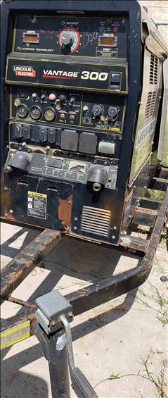 2016 Lincoln Electric VATAGE 300 Welder