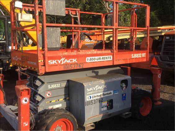 2013 Skyjack SJ6832RT Scissor Lift