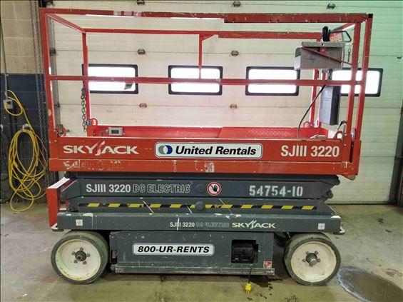 2013 Skyjack SJ3220 Scissor Lift