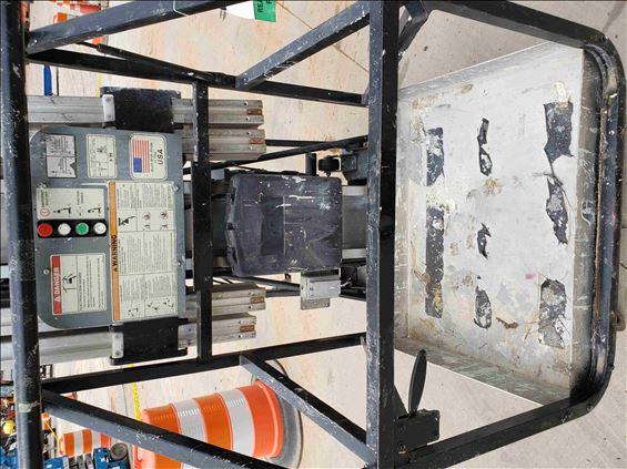 2014 JLG 41AM-DC Pusharound Lift