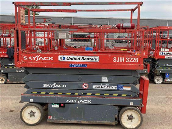 2015 Skyjack SJIII3226 Scissor Lift