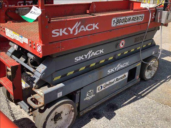 2015 Skyjack SJIII3220 Scissor Lift