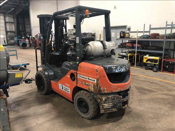 2015 Toyota 8FGU30 Warehouse Forklift