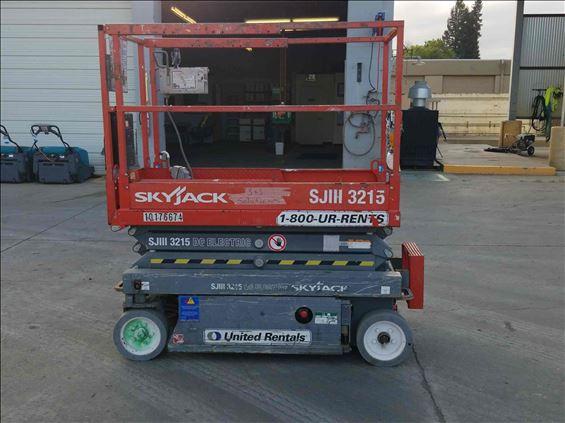2013 Skyjack SJIII3215 Scissor Lift