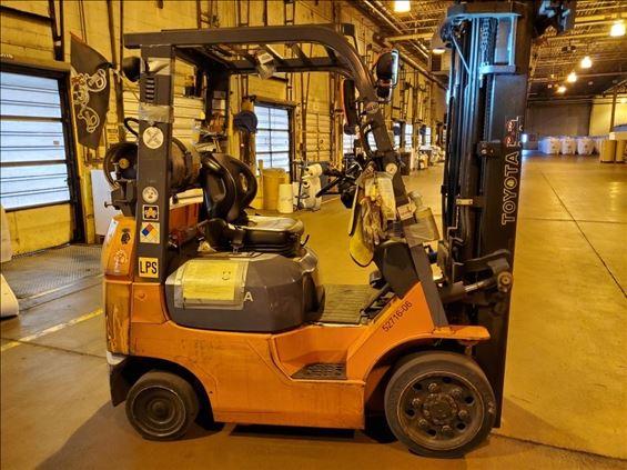 2006 Toyota 7FGU20-DF Warehouse Forklift