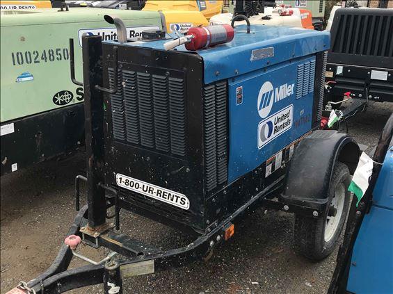 2016 Miller Big Blue 300R Welder