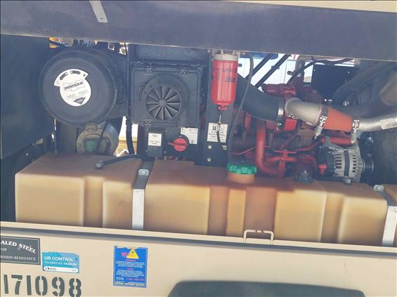 2013 Doosan P425/HP375WCU4I Air Compressor
