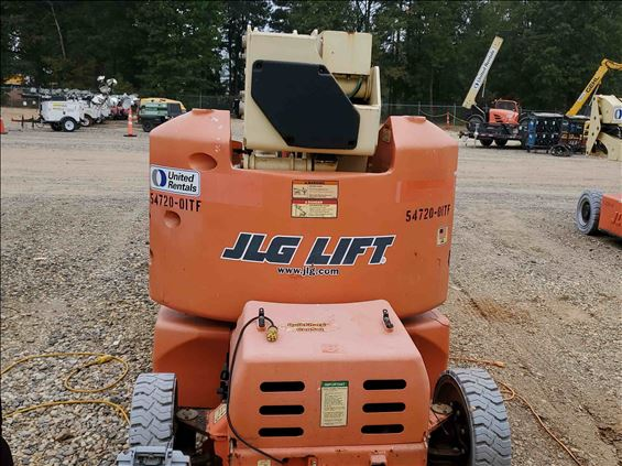 2011 JLG E400A Boom Lift