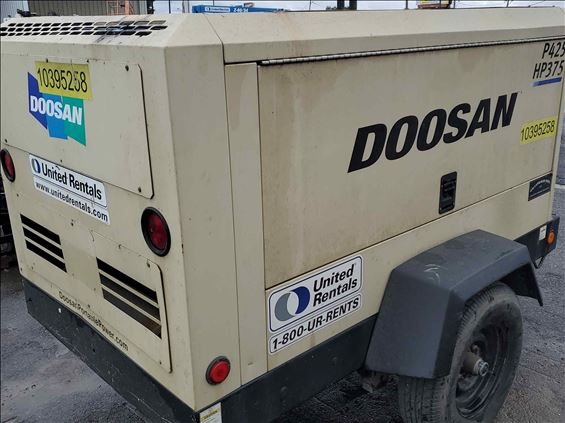 2015 Doosan P425/HP375WCUT4 Air Compressor