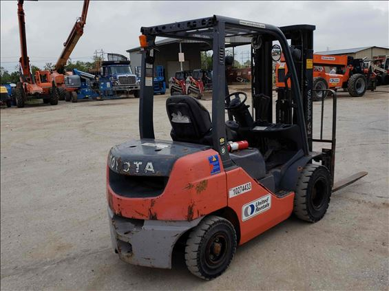 2014 Toyota 8FDU25 Warehouse Forklift