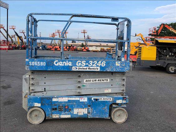 2013 Genie GS-3246 Scissor Lift