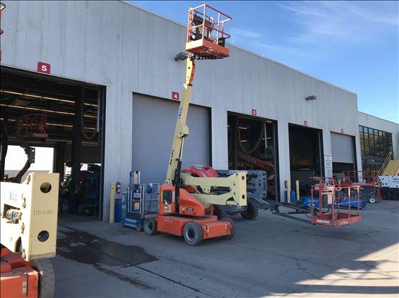 2012 JLG E400AN Boom Lift